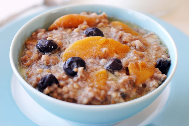 Slow+Cooker+Steel+Cut+Oats+with+Blueberries+and+Peaches+039